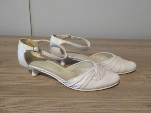 Buty do ślubu białe
