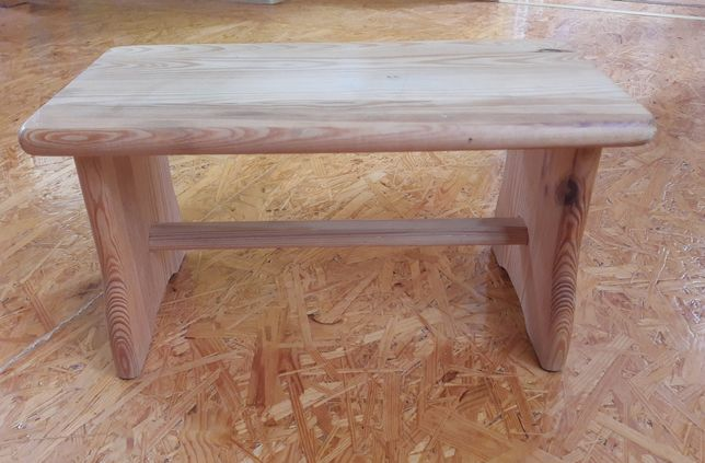 Sprzedam stołek - taboret drewniany.