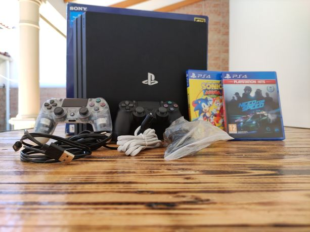 PS4 pro 1tb + 2 comandos + 2 jogos