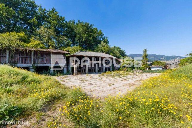Quinta para restauro com 14 hectares de terreno em Balazar