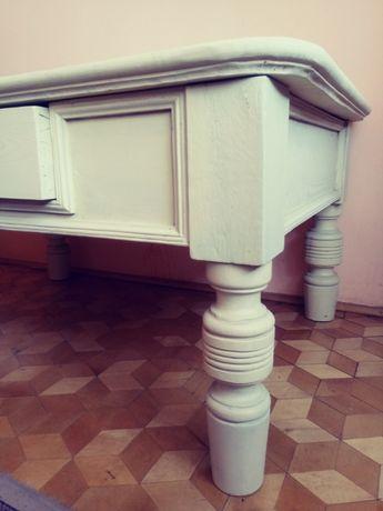 Stolik ława pomalowana na jasno