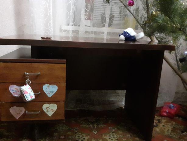 Продаётся дубовый стол