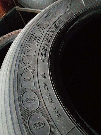 Грузовые шины  бу 435/50R19,5 .