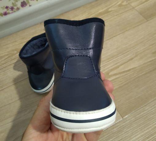 Ботинки на липучке мягкие