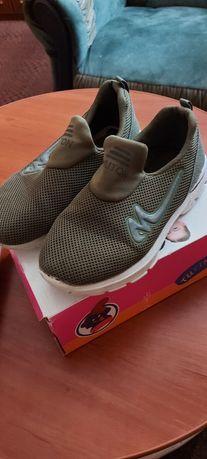 Продам дитячі кросівки 33 розмір