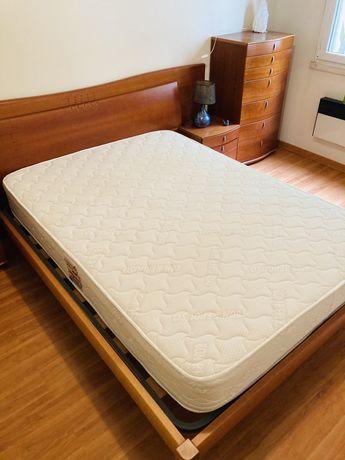 Conjunto cama de casal + mesinhas de cabeceira + cómoda,  em cerejeira