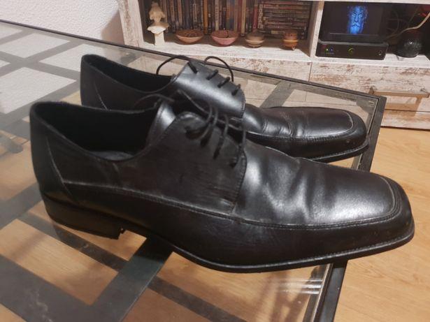 Sapatos formais (usados apenas umas vez)