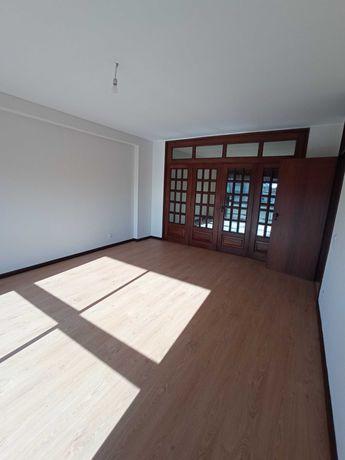 T2 magnífico, 110 m2, renovado a estrear, muito sossegado, ao Marquês