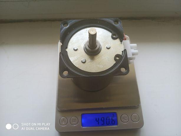 Мотор перевороту яєць в інкубатор