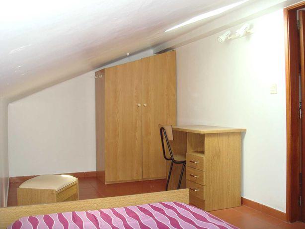 Quarto individual em duplex - Pólo 2, ISEC, Hotelaria