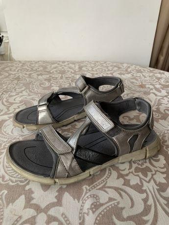 Подростковые сандали Ecco. Размер 40.