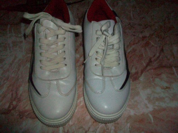 Женские кроссовки р 40