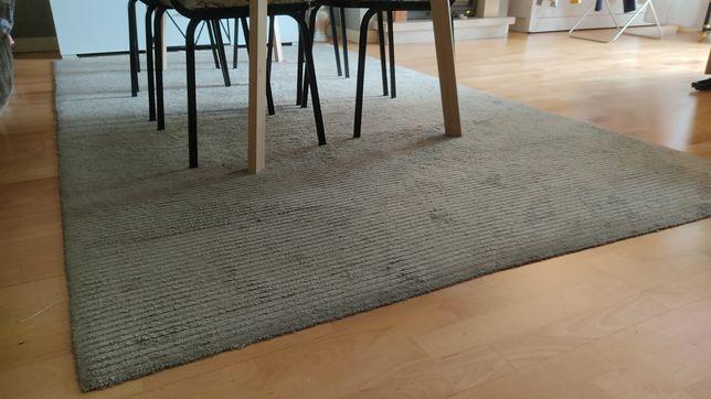 Carpete cinzenta  1,80m x 3,15m