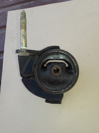 Подушка двигателя  Nissan Maxima номер 112102Y01A новая ориг