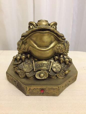 Трехлапая жаба на ба-гуа, фэн-шуй