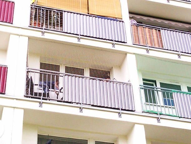 Montaż siatki na balkonie,oknie przeciw ptakom,wypadnięciu kotka.