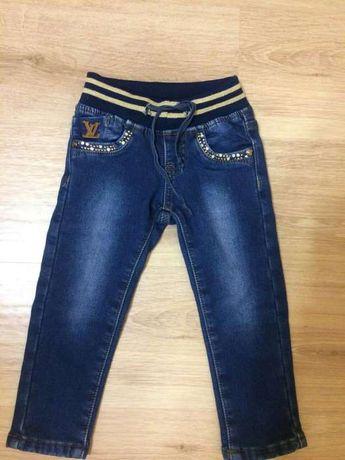 Продам на девочку джинсы на флисе.