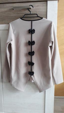 beżowa bluzka z kokardkami