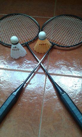 2 Raquetes de Badminton + 1 Raquete de Ténis de Mesa
