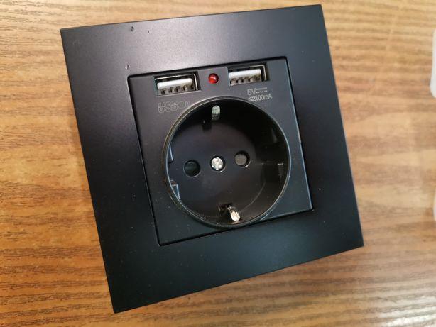 Czarne gniazdko z USB