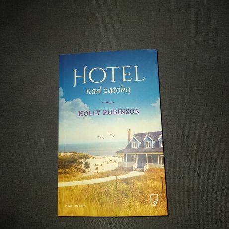Hotel nad zatoką-Holly Robinson