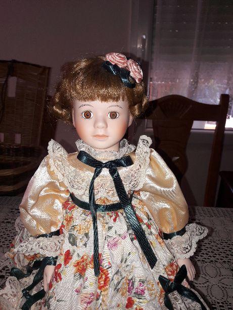 Lalka porcelanowa wys. 43cm. (557)