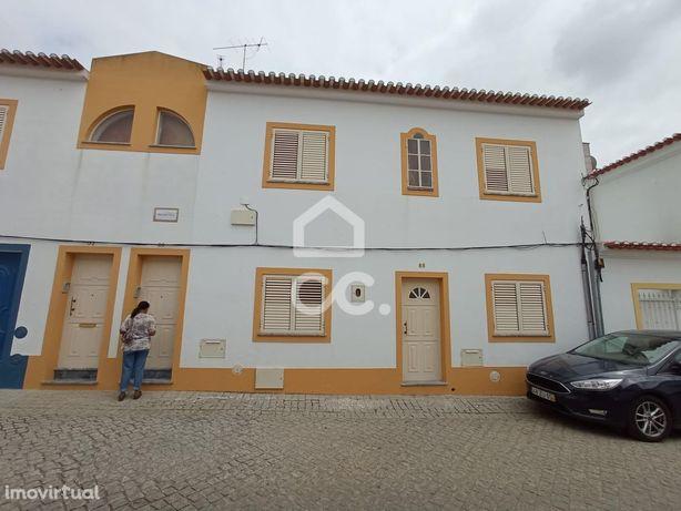 Andar moradia V2+1 em excelentes condições, localizada na Vila de Cuba