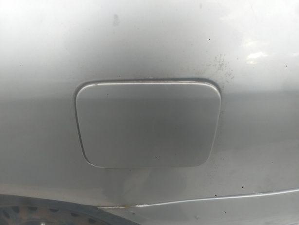 Nissan Primera P12 klapka wlewu paliwa