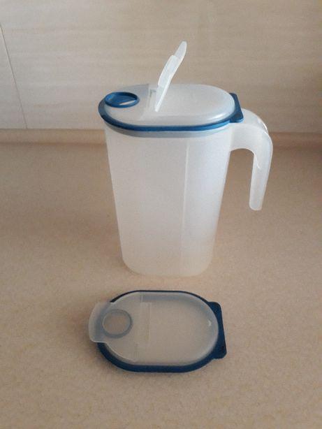 Dzbanek z silikonową pokrywą (poj. 2 litry)