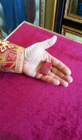 Мощевик дореволюционный с частицей святого Спиридона Тримифунтского.
