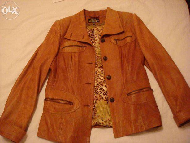 Продам женскую весеннюю кожаную куртку рыжего цвета
