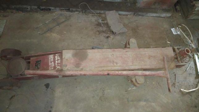 Домкрат гаражный подкатной П-304 на 6.3т