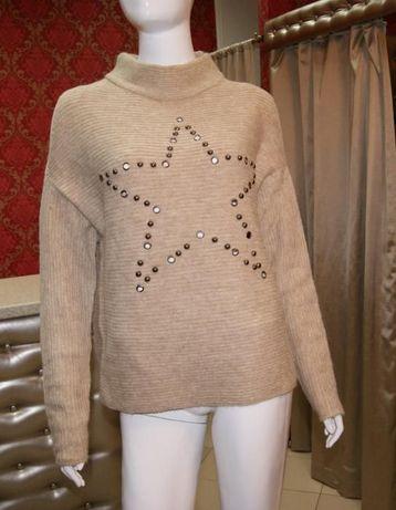 Beżowy sweter z odkrytymi ramionami S/M