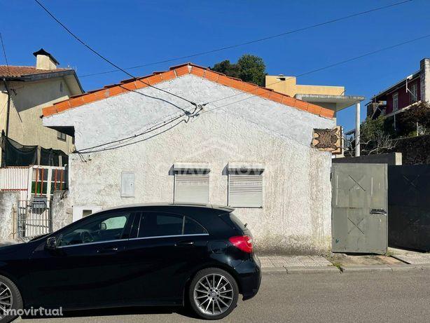 Moradia Isolada para restauro em São João da Madeira - SMF/01971