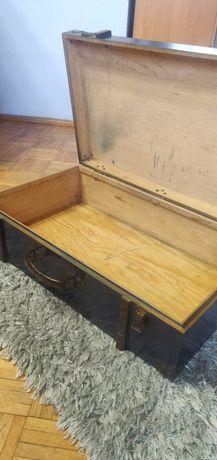 Stara drewniana walizka