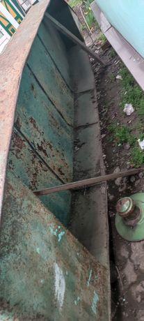 Лодка металичиска