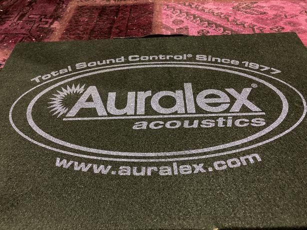 Auralex Gramma V2 para amplificadores e Subwoofers