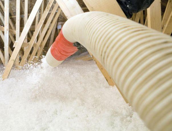 Wdmuchiwane ocieplenie wełny celulozy ekofiber dachu poddasza granulat