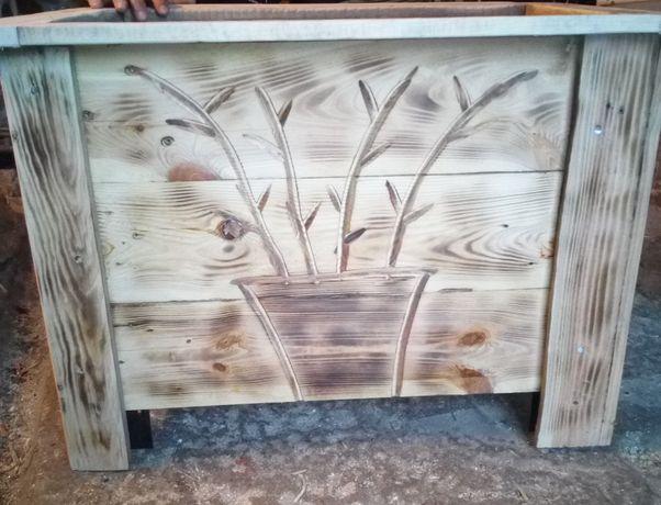 Duża donica drewniana