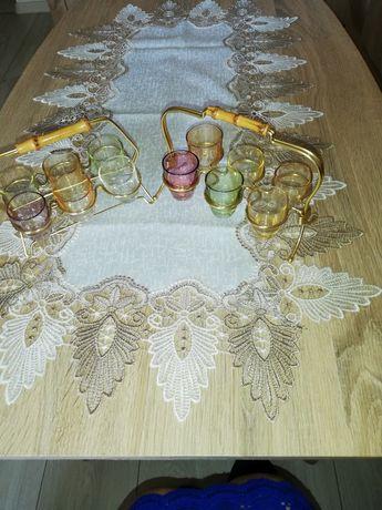 Kieliszki z kolorowego szkła z uchwytem