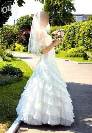 Продам свадебное платье + подюпник в подарок!!!