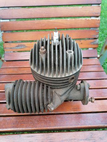 Stary zabytkowy tłok cylinder głowica motocykl motocyklowy
