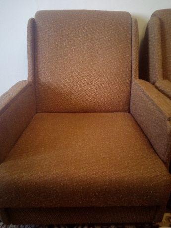 Мякі крісла на колесиках, справні