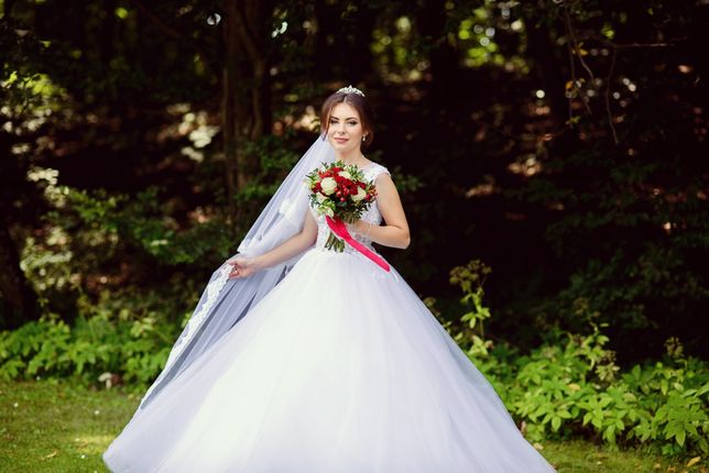 Надзвичайно ніжна та стильна сукня.