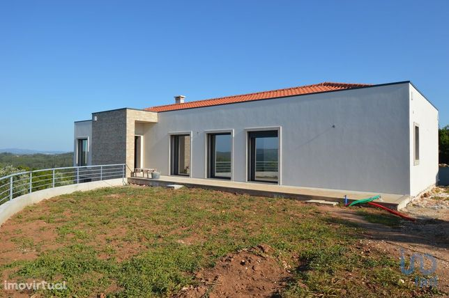Moradia - 211 m² - T3