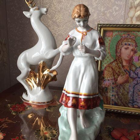 Фарфоровая статуэтка Гадание на ромашке