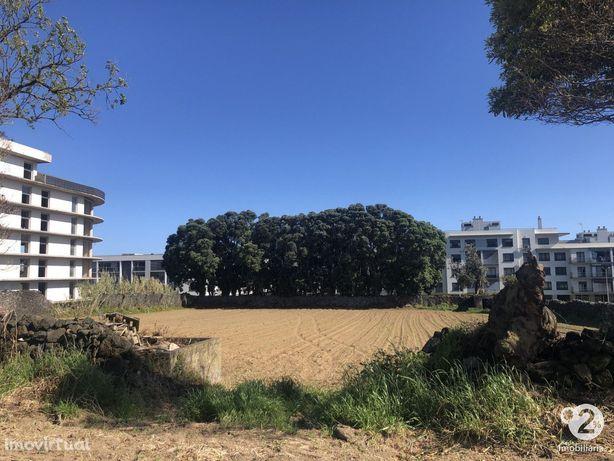 P.Delgada - Terreno urbano c/ 4120 m2