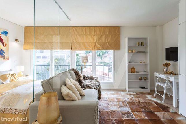 Fantástico T0 Semi-novo mobilado e equipado em Campolide, Lisboa - Par