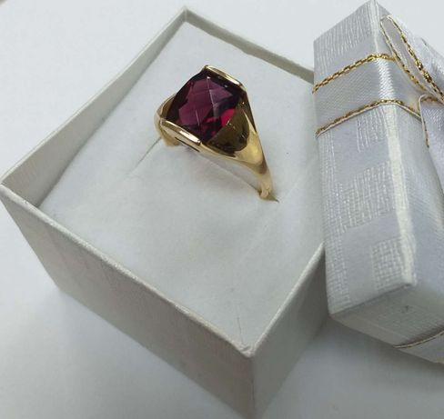 Złoty pierścionek z granatem, próba 585