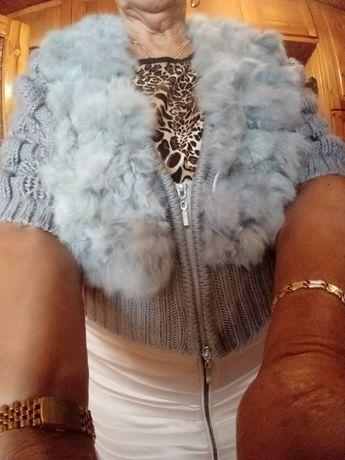 Sweter -narzutka z tkanym krolikiem